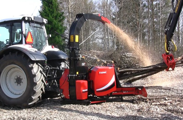 The CH27 is the new generation of FarmiForest chippers
