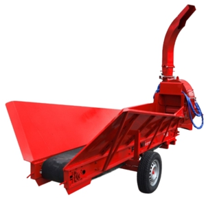 Biomass chipper with feeding conveyor